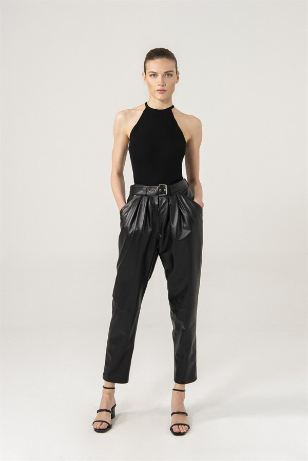 Gracie Women Black Pleated Pants